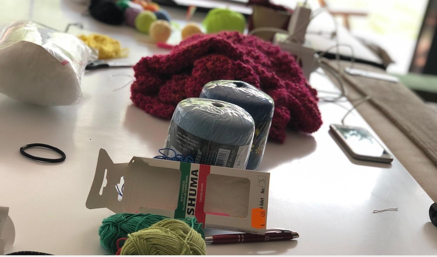 Pletieme čiapky, šály, plédy, kabáty, svetre