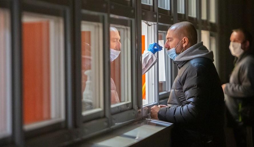 Podali podnet za povinné testovanie do Haagu