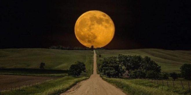 Ako odfotiť romantický spln mesiaca?