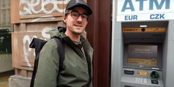 Účtovanie poplatkov v bankomatoch