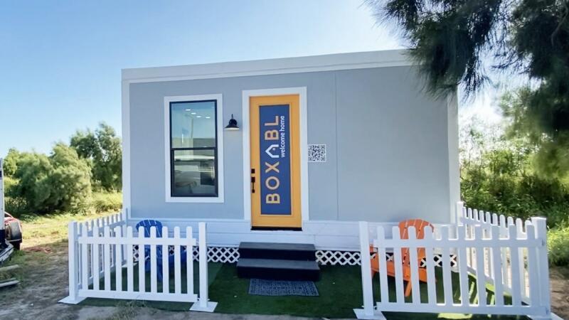 Mobilný dom na bývanie. Miliarár Musk býva v mobilnom domčeku